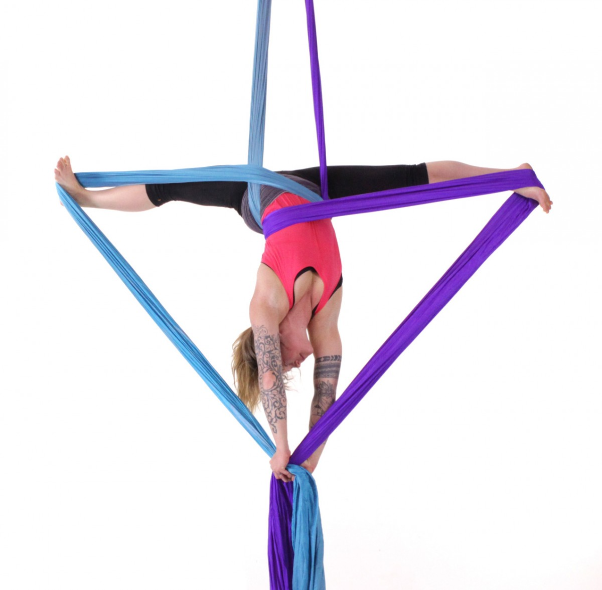 Jenn Bruyer in crossback miracle splits